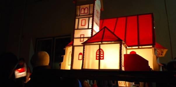 Das Kirchleintragen findet am Abend vor Maria Lichtmess (1. Februar) statt. Man bastelt Kirchlein verschiedener Größen und Bauweisen aus Papier und Holz. Im Inneren werden sie mit einer Kerze beleuchtet und an einem Stock befestigt.