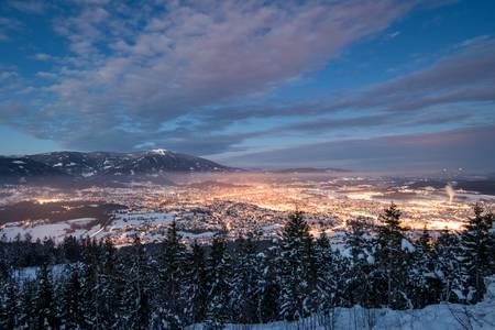 Divertimento sugli sci e alle terme