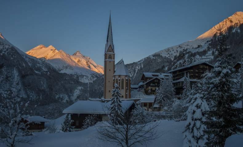 Heiligenblut bei Nacht im Winter