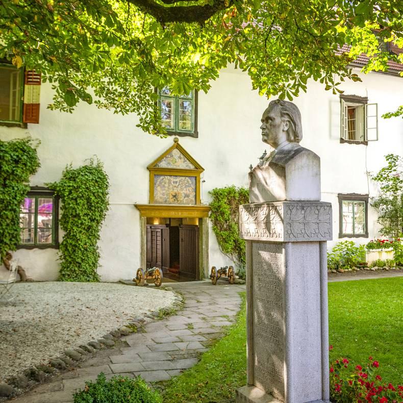 Schloss Leonstain Büste von Brahms