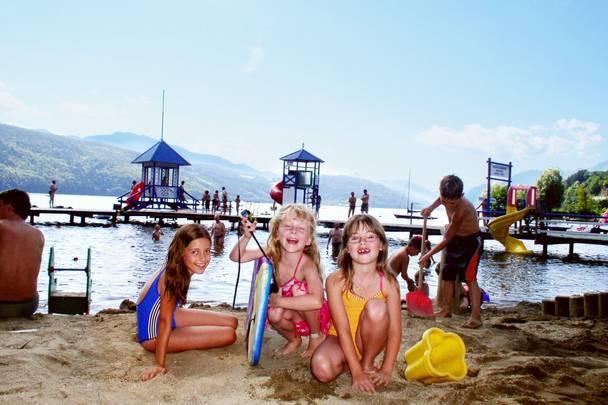 Komfort Campingpark Burgstaller Kinder am Strand