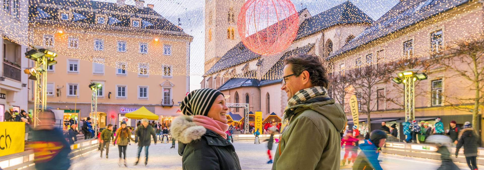 Advent Villach Eislaufen am Rathausplatz