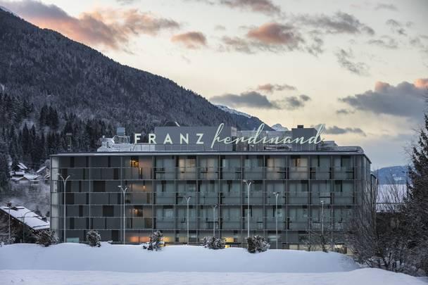 FRANZ ferdinand Mountain Resort Nassfeld_Hotel im Schnee